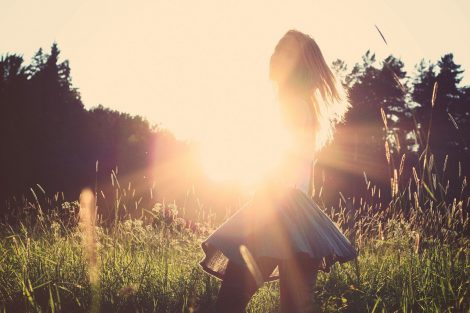 Romantyczne spódnice tiulowe - jak je nosić w tym sezonie Pomysły na stylizacje