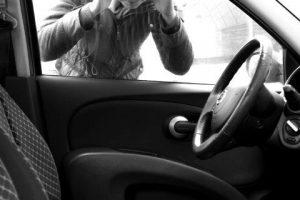 Zatrzaśnięty kluczy w samochodzie. Co możesz zrobić?