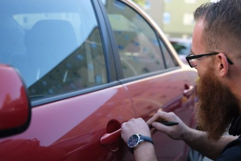 Otwieranie samochodu w trybie awaryjnym